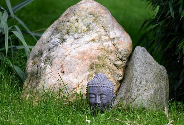 Findling-mit-Buddha