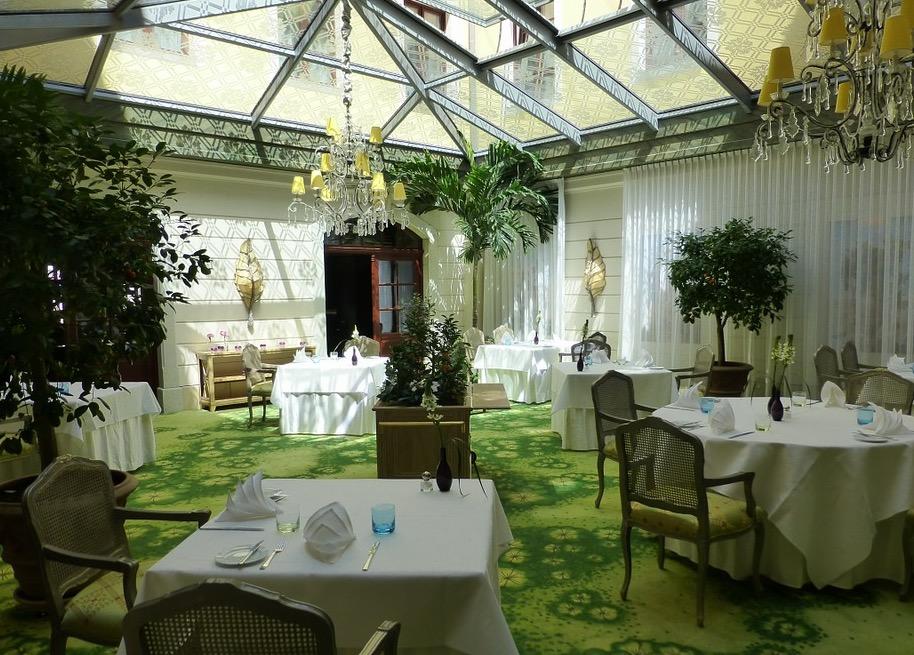 riesiger-wintergarten-luxus