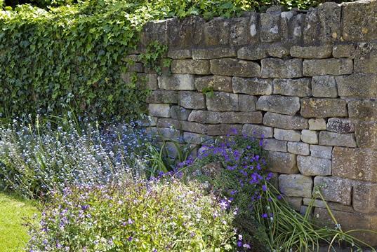 Fabelhaft Gartenmauer verkleiden und verschönern - Tipps und Ideen @ZJ_46